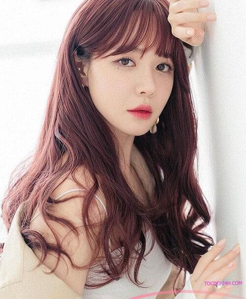 Tóc đỏ rượu - Ảnh 3 5 Màu tóc nhuộm mùa hè xinh tươi, ngọt ngào tôn da trắng