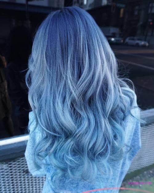 """Nhuộm tóc màu xanh dương """"hot trend"""" năm 2021"""